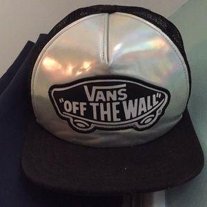 Vans reflective trucker hat w/netting